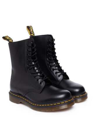 Dr Martens 1490 Black Smooth