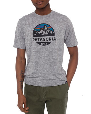 Patagonia M's Cap Cool Daily Graphic Shirt Fitz Roy Scope: Feather Grey